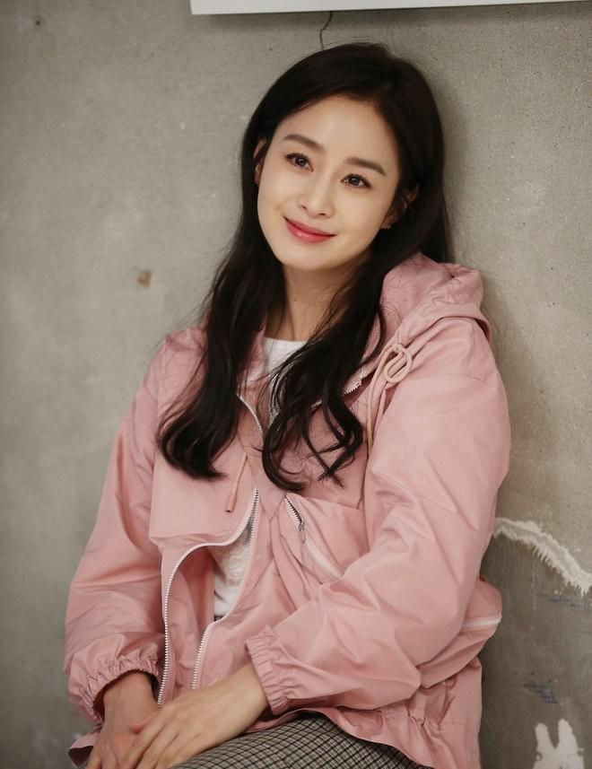 Bí quyết giữ làn da luôn trẻ đẹp tuổi tứ tuần của Kim Tae Hee-5