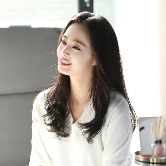 Bí quyết giữ làn da luôn trẻ đẹp tuổi tứ tuần của Kim Tae Hee-3