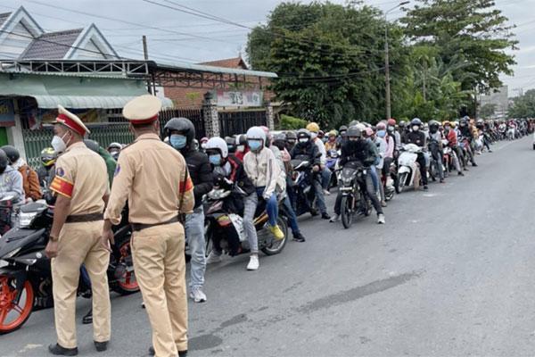 NÓNG: 400 người đi từ Đồng Nai về Ninh Thuận mắc Covid-19-1
