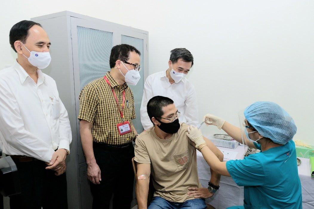 Bản tin COVID-19 trưa 15/8: Gần 100 y bác sĩ về hưu ở Đà Nẵng tình nguyện tham gia chống dịch; Cà Mau thêm 2 ca mắc liên quan bệnh nhân chưa rõ nguồn lây - Ảnh 2.