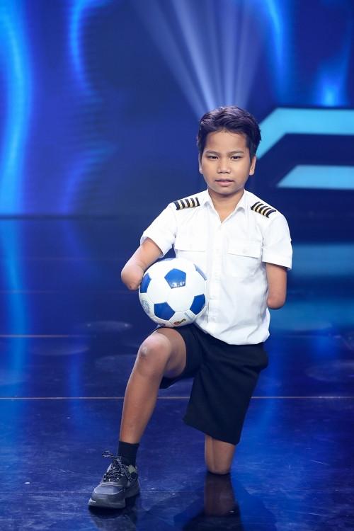 'Siêu tài năng nhí': Cậu bé 5 tuổi muốn dành tiền thưởng mua thuốc chống Covid khiến các giám khảo rơi lệ