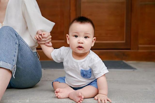 Những thói quen xấu ảnh hưởng đến sự phát triển đôi chân của trẻ mà nhiều mẹ chưa nhận ra-9