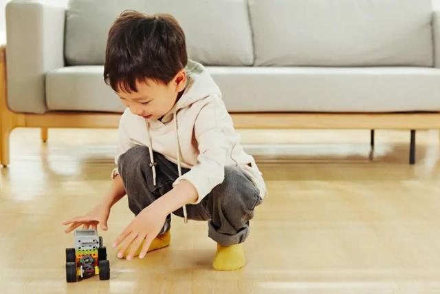 Những thói quen xấu ảnh hưởng đến sự phát triển đôi chân của trẻ mà nhiều mẹ chưa nhận ra-14