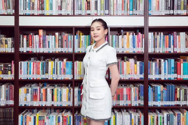 Nữ giám đốc trẻ nhất Đại học Hoa Sen - Lê Âu Ngân Anh mặc đồ cả tỷ đồng khi lên lớp - 7