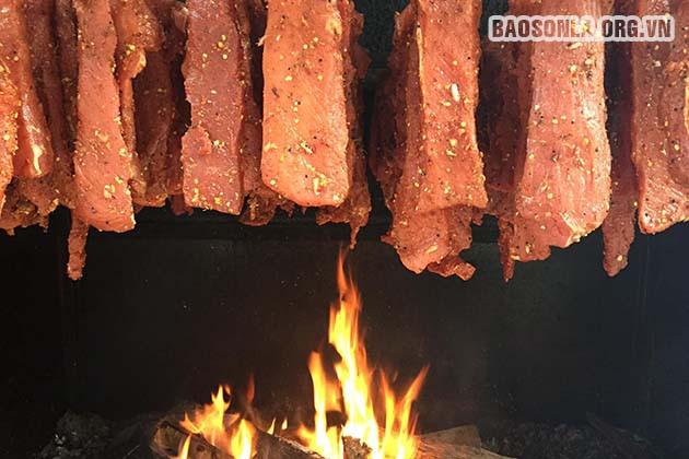 Thịt hun khói, đặc trưng ẩm thực Tây Bắc - 1