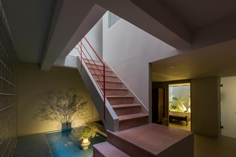 Ngôi nhà cho 3 thế hệ sinh sống, sử dụng gió trời và ánh sáng tự nhiên để tiết kiệm điện năng