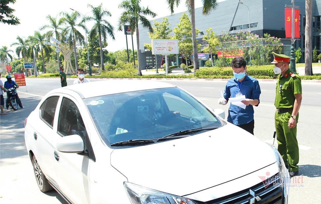 Xử phạt người dân ở TP Vinh lợi dụng thẻ đi chợ ra đường
