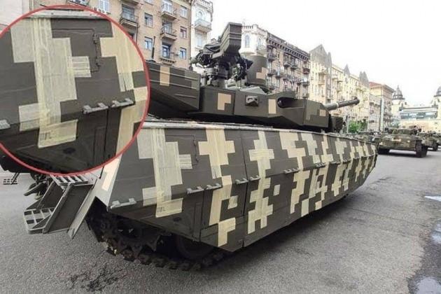 Quân đội Ukraine ngụy trang xe bọc thép bằng... băng dính