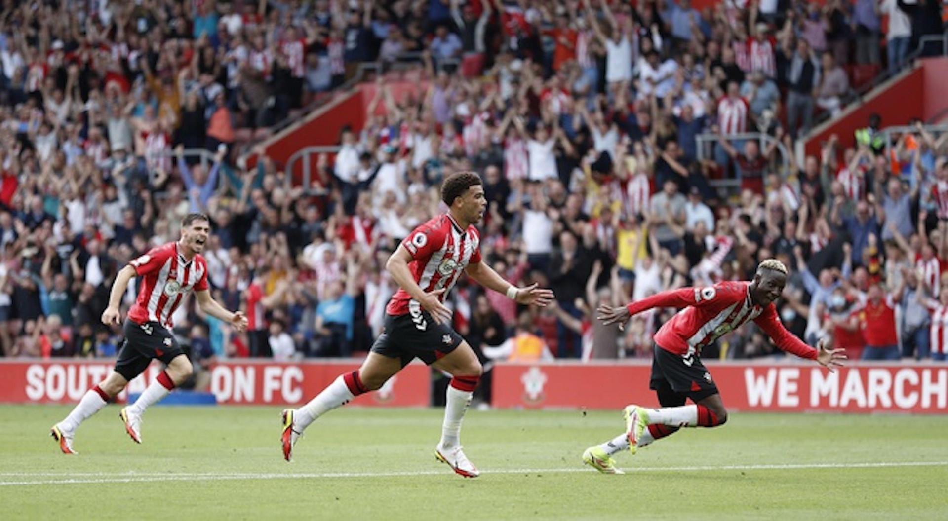Bruno Fernandes mờ nhạt, Man Utd mất ngôi đầu bảng Ngoại hạng Anh  - 2