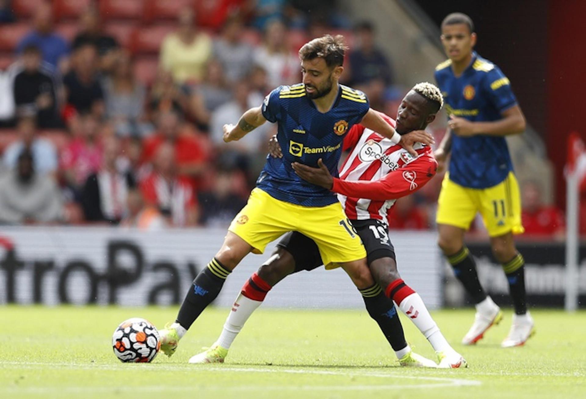 Bruno Fernandes mờ nhạt, Man Utd mất ngôi đầu bảng Ngoại hạng Anh  - 1