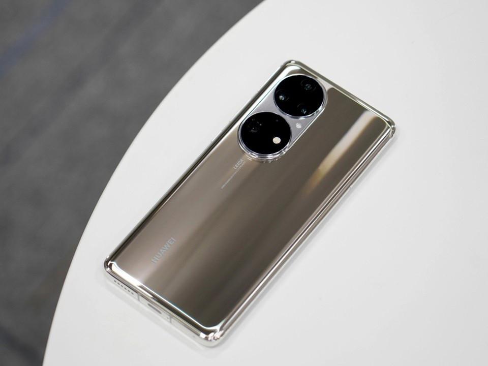 5 mẫu smartphone độc đáo, có tiền cũng khó mua tại Việt Nam - 1
