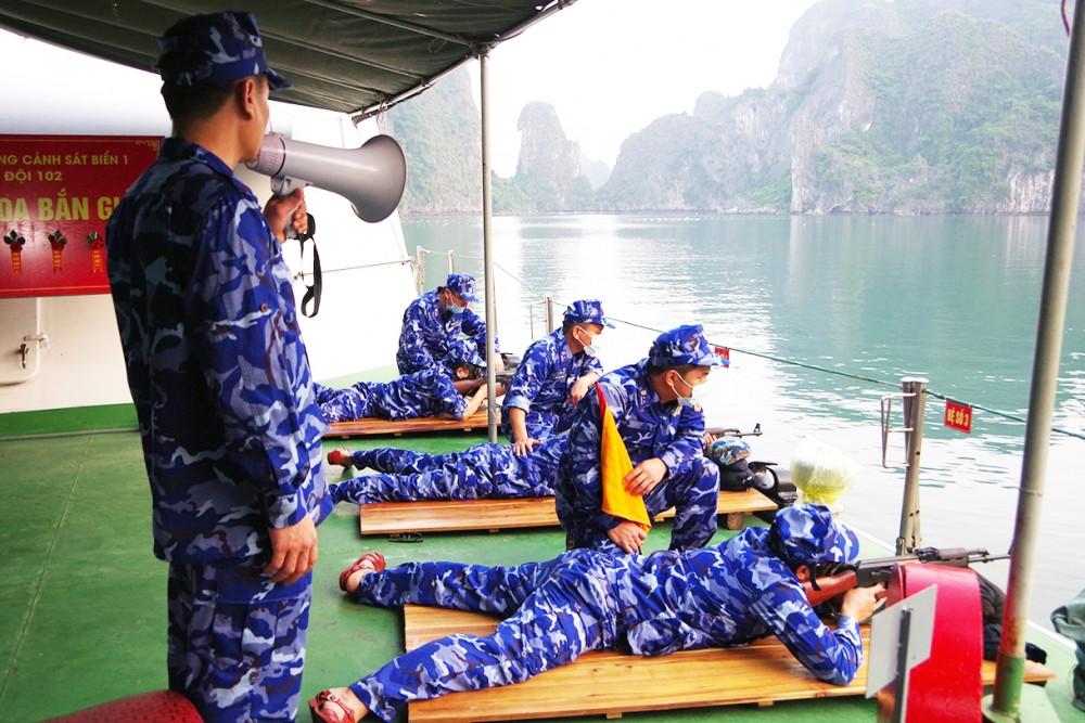Huấn luyện, kiểm tra bài bắn AK trên biển