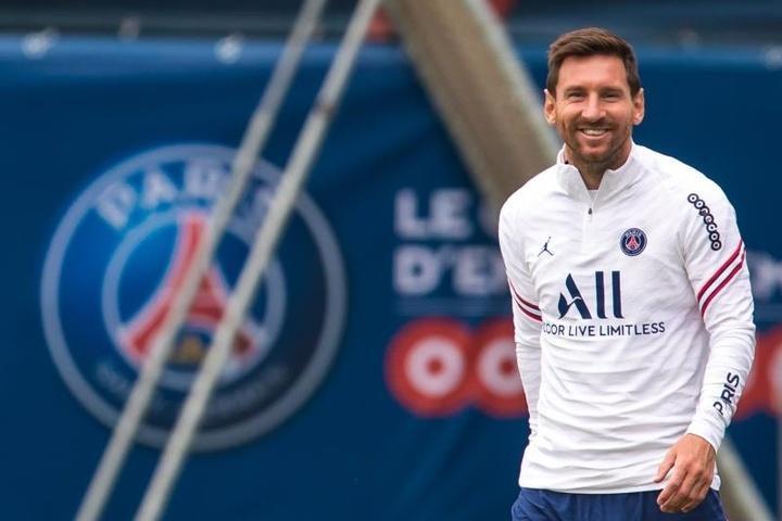 Siêu mẫu Playboy chi 600.000 USD mua… khăn lau mũi của Messi-2