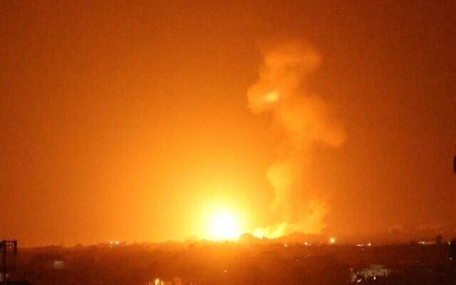 Israel mở trận không kích trong đêm, cầu lửa đỏ trời Dải Gaza
