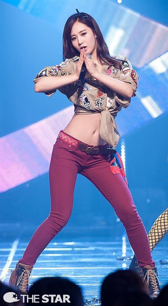 Tại sao showbiz Hàn cấm ca sĩ nữ mặc áo hở rốn biểu diễn?-2