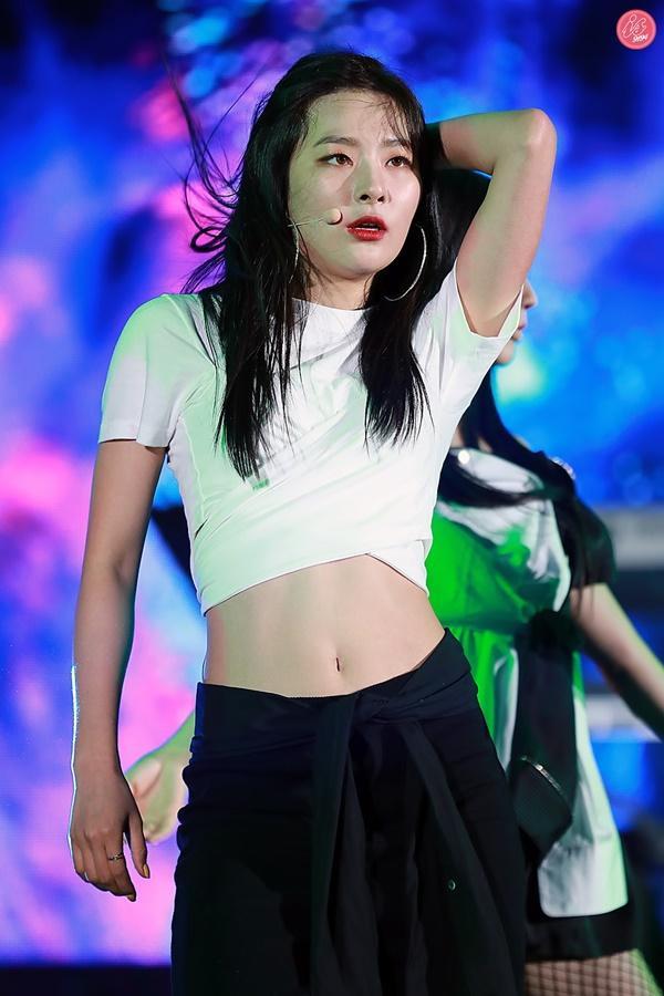 Tại sao showbiz Hàn cấm ca sĩ nữ mặc áo hở rốn biểu diễn?-10