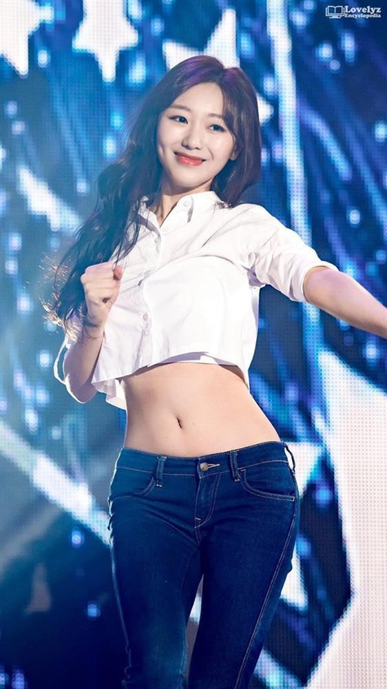 Tại sao showbiz Hàn cấm ca sĩ nữ mặc áo hở rốn biểu diễn?-11