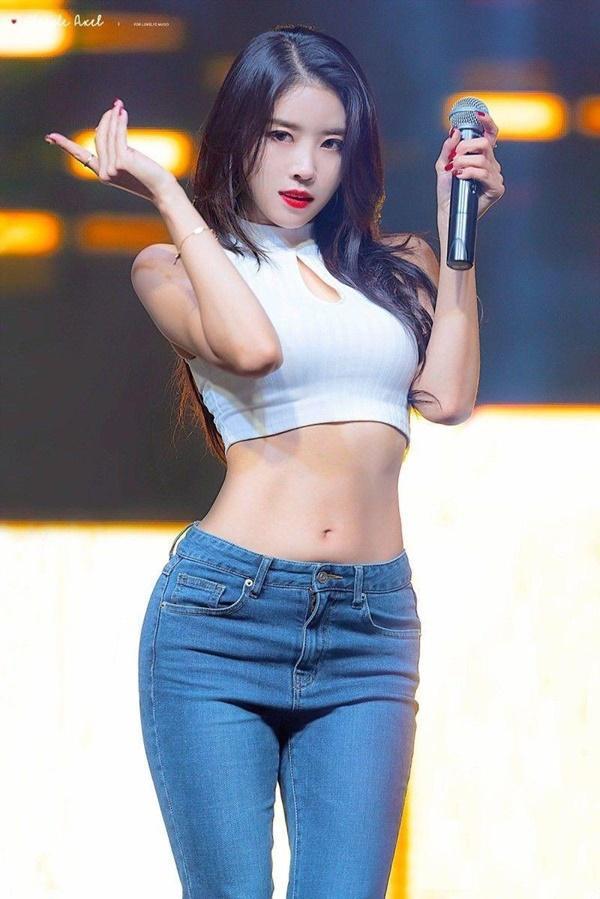 Tại sao showbiz Hàn cấm ca sĩ nữ mặc áo hở rốn biểu diễn?-12