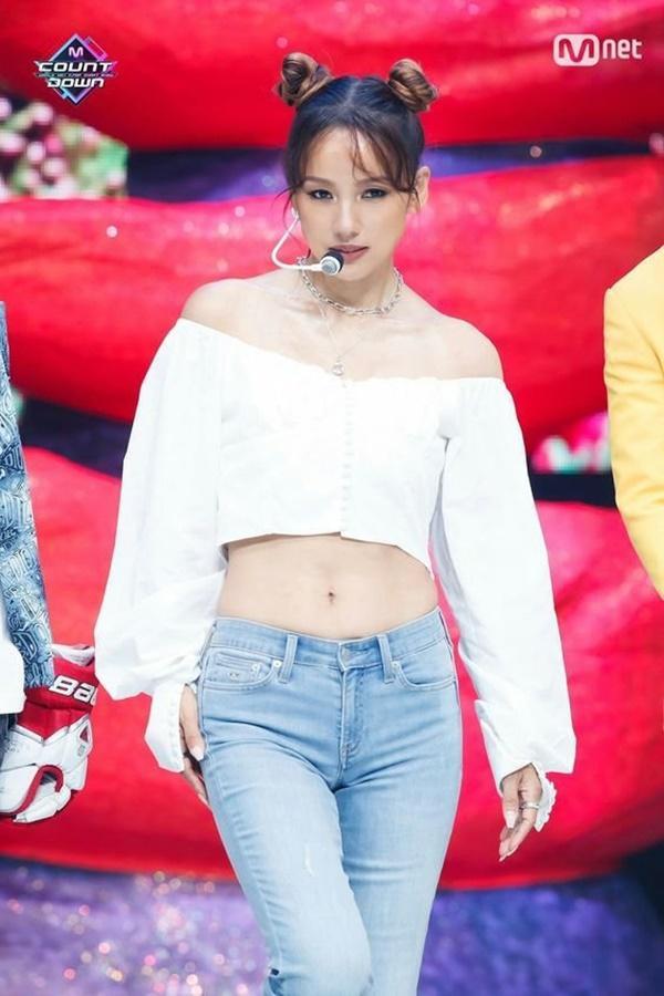 Tại sao showbiz Hàn cấm ca sĩ nữ mặc áo hở rốn biểu diễn?-9