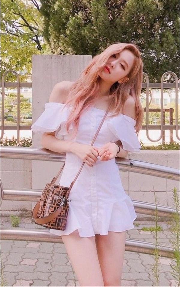 Tại sao showbiz Hàn cấm ca sĩ nữ mặc áo hở rốn biểu diễn?-20