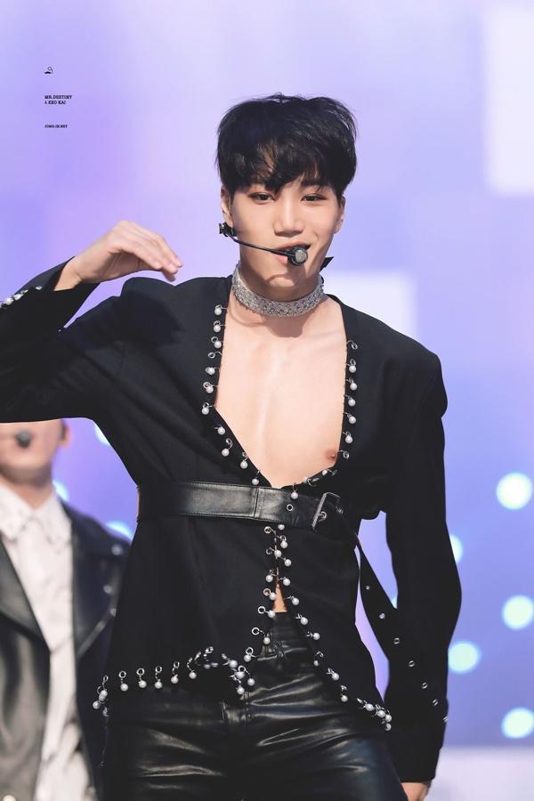 Tại sao showbiz Hàn cấm ca sĩ nữ mặc áo hở rốn biểu diễn?-21