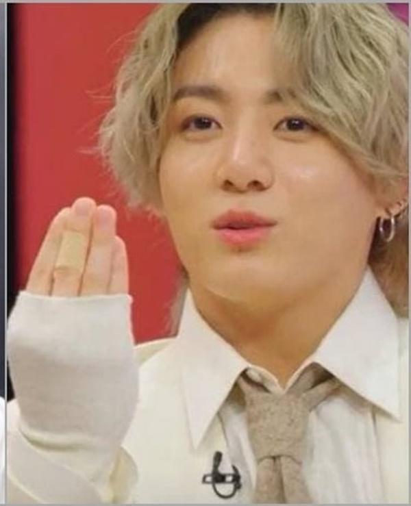 Tại sao showbiz Hàn cấm ca sĩ nữ mặc áo hở rốn biểu diễn?-23