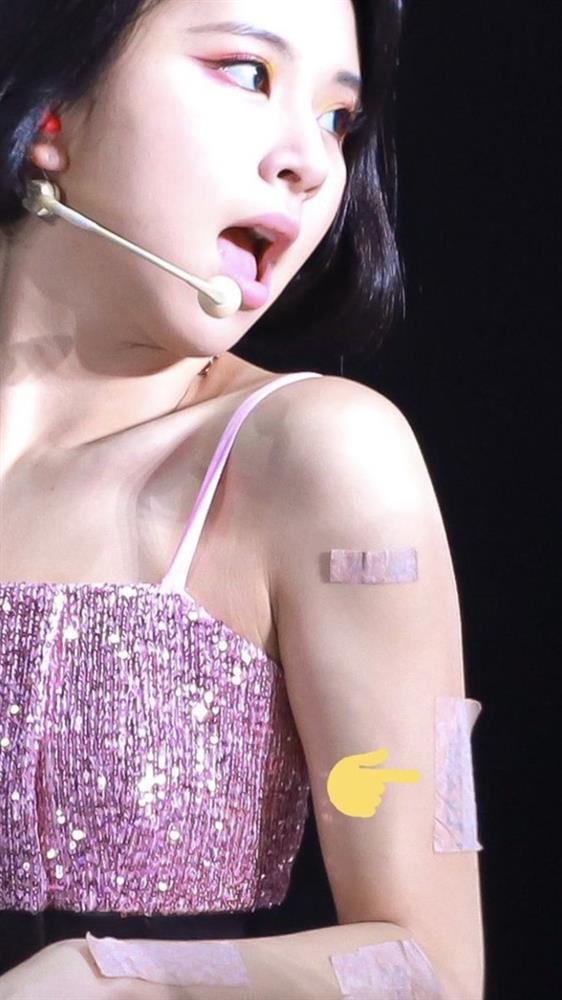 Tại sao showbiz Hàn cấm ca sĩ nữ mặc áo hở rốn biểu diễn?-25