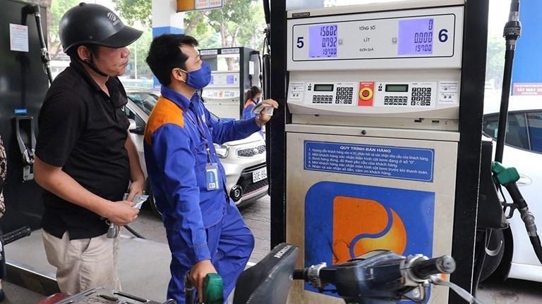 Giá xăng sắp giảm mạnh? - 1