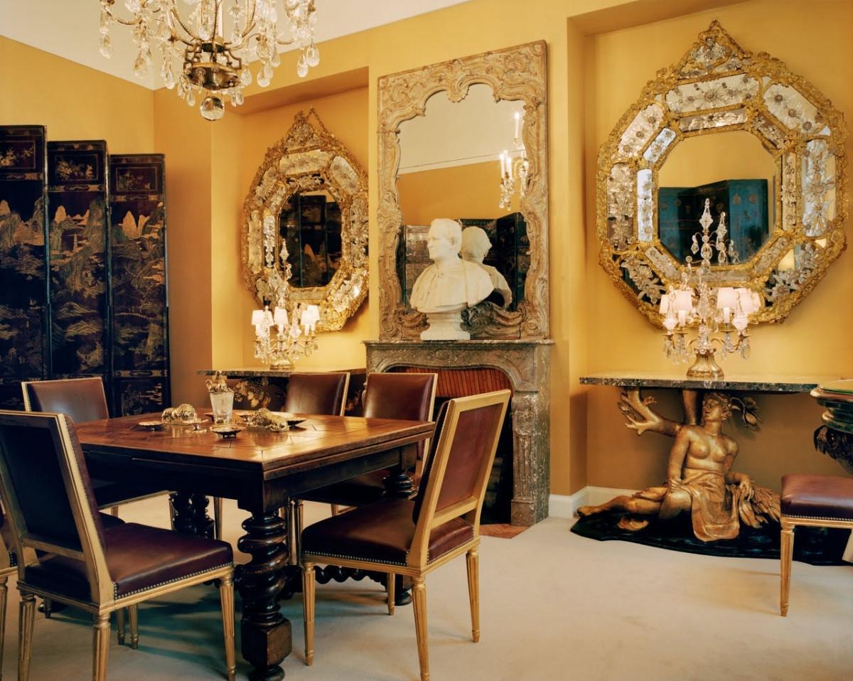 Căn hộ có bảng màu trang nhã, một bộ sưu tập sách ấn tượng cũng như đồ nội thất và đồ vật được sưu tầm từ nhiều nơi trên thế giới.