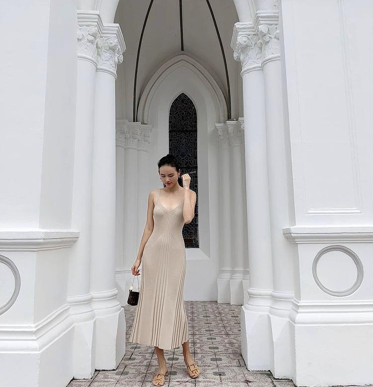 Diện váy len body: Chi Pu gợi cảm, Bella Hadid thanh lịch bất ngờ-7
