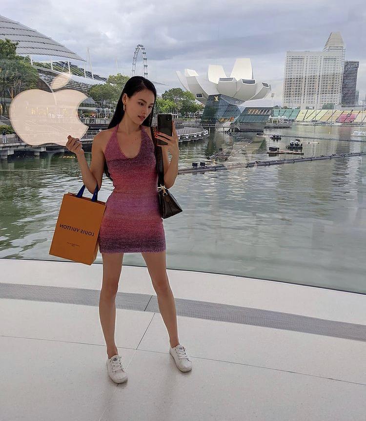 Diện váy len body: Chi Pu gợi cảm, Bella Hadid thanh lịch bất ngờ-8