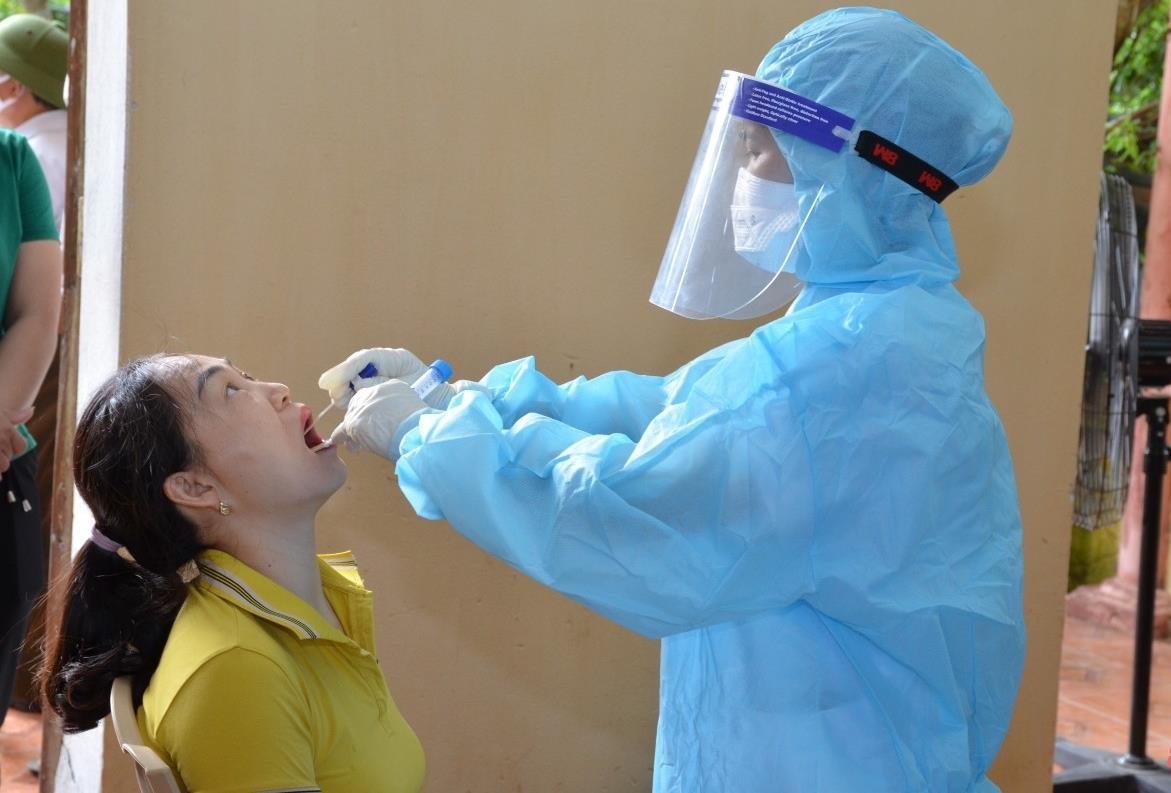 Tiếp xúc với cô giáo là F0, 2 học sinh ở Thanh Hoá dương tính SARS-CoV-2 - 1