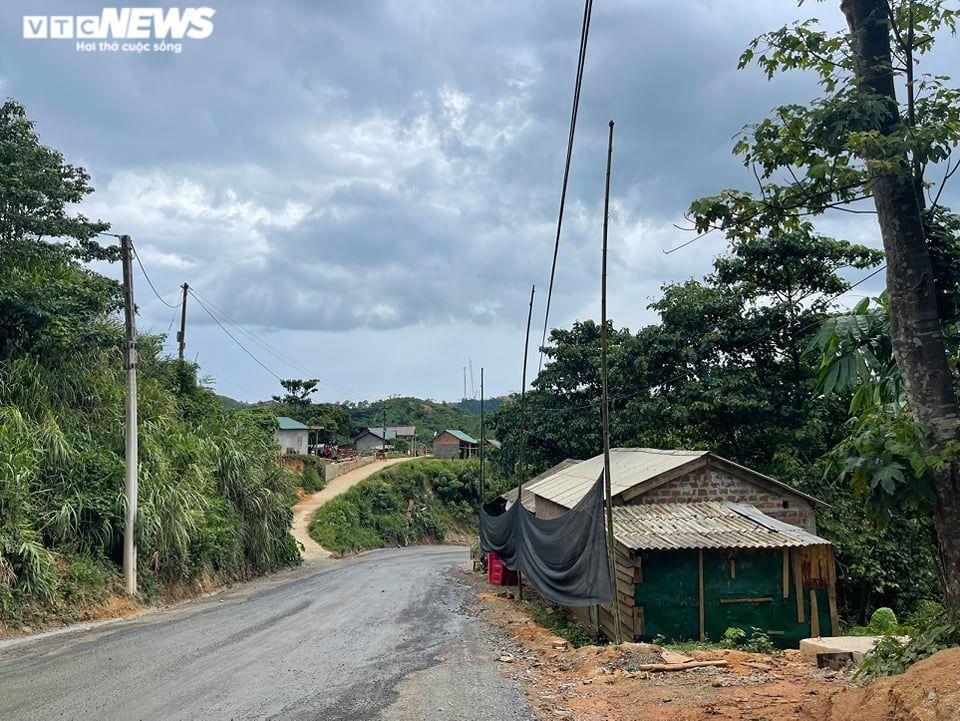 Ảnh: Hiện trường 'bắt vạ' 50 triệu/cây gỗ tạp, nhiều công an bị đánh nhập viện - 5