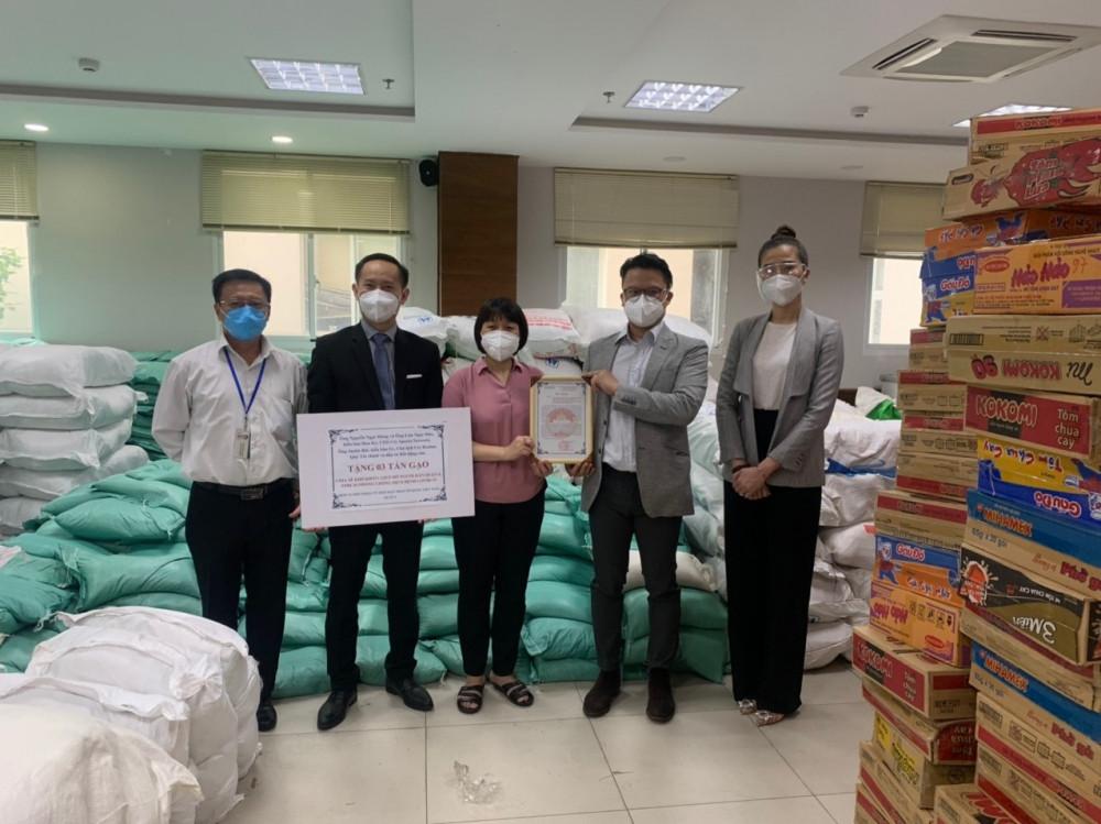 Kiều bào Úc, Mỹ ủng hộ 9 tấn gạo cho TP Hồ Chí Minh và Bình Dương