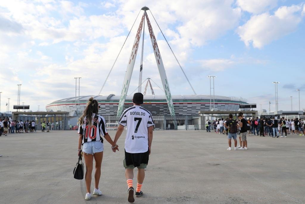 Cổ động viên Juventus đang rất nhớ Ronaldo - 1