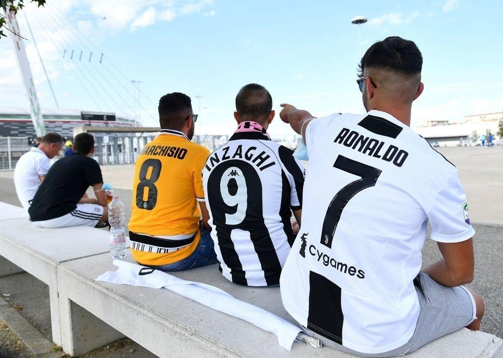 Cổ động viên Juventus đang rất nhớ Ronaldo - 3