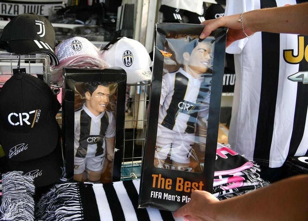 Cổ động viên Juventus đang rất nhớ Ronaldo - 5
