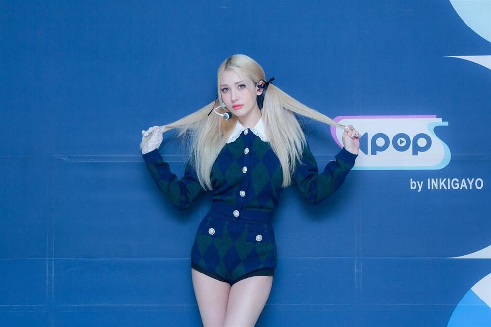 Somi trở thành bản sao của Rosé BLACKPINK khiến fan bức xúc-1