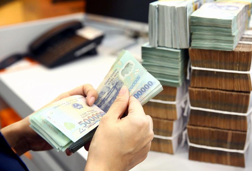 Tám tháng thu hơn 1 triệu tỷ, tiền vào ngân sách vẫn tăng