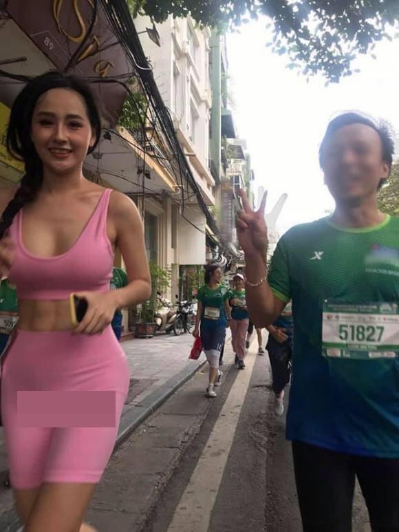 """""""Nữ hoàng phòng gym Hà thành"""" gây tranh cãi khi mặc quần tập quá bó sát dạy online - 4"""
