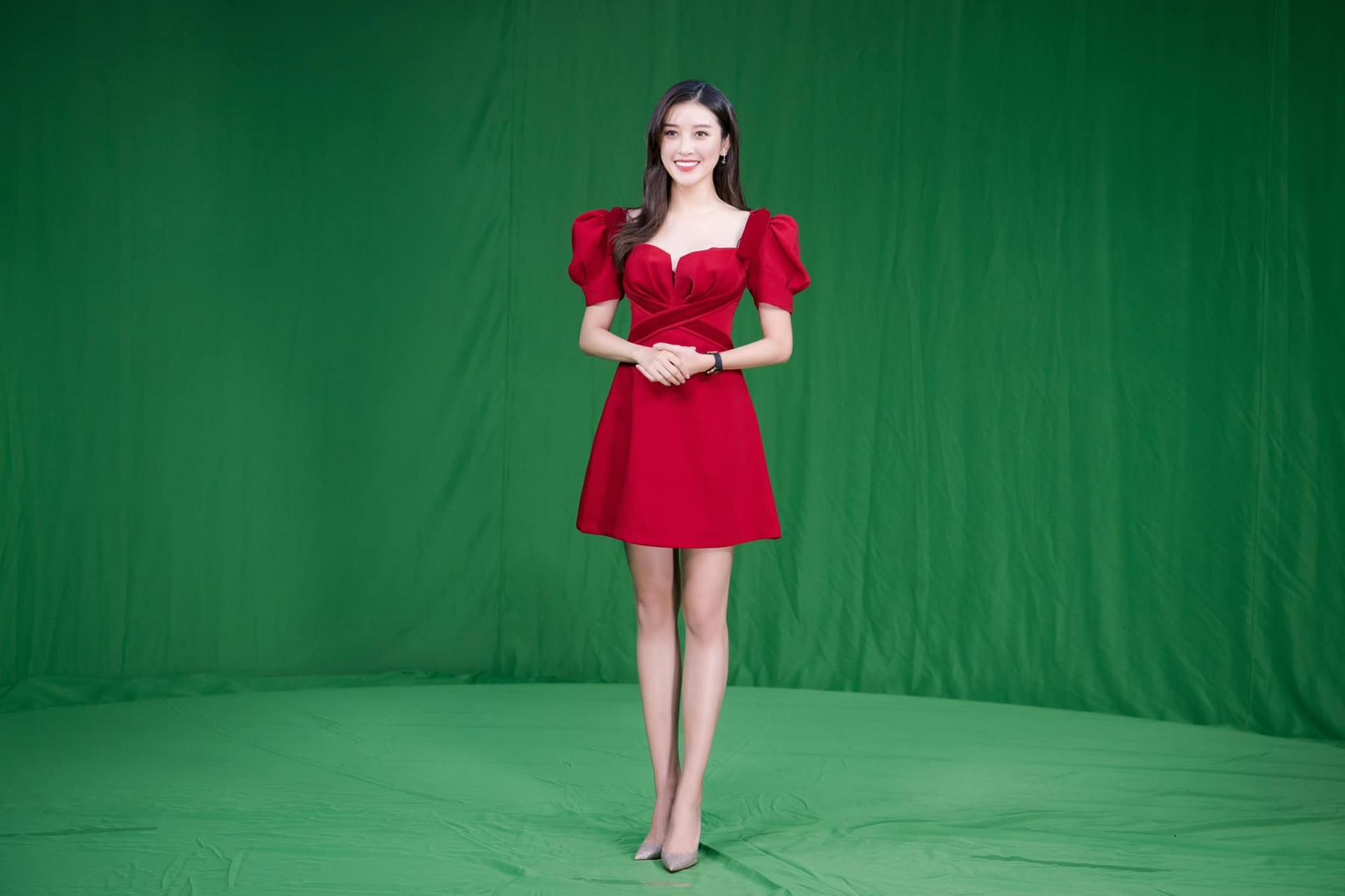 """Ngoài đồng hồ 3 tỷ đồng, """"quốc bảo nhan sắc Việt"""" tiết lộ tránh và nên mặc gì khi lên truyền hình - 1"""