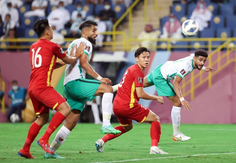 HLV Ả Rập Xê Út bất ngờ trước siêu phẩm của Quang Hải, khen ngợi tuyển Việt Nam - 1