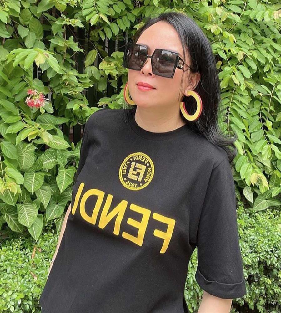 Phượng Chanel kiếm tiền tỷ vẫn xài đi xài lại đồ cũ nhìn tức mắt-3