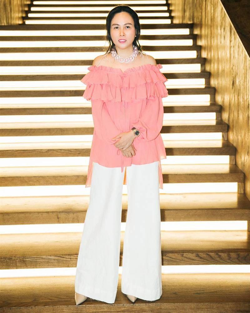 Phượng Chanel kiếm tiền tỷ vẫn xài đi xài lại đồ cũ nhìn tức mắt-7