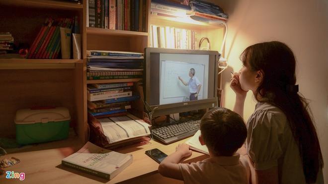 Gian nan tìm mua máy tính cho con học online ở TP.HCM - 1