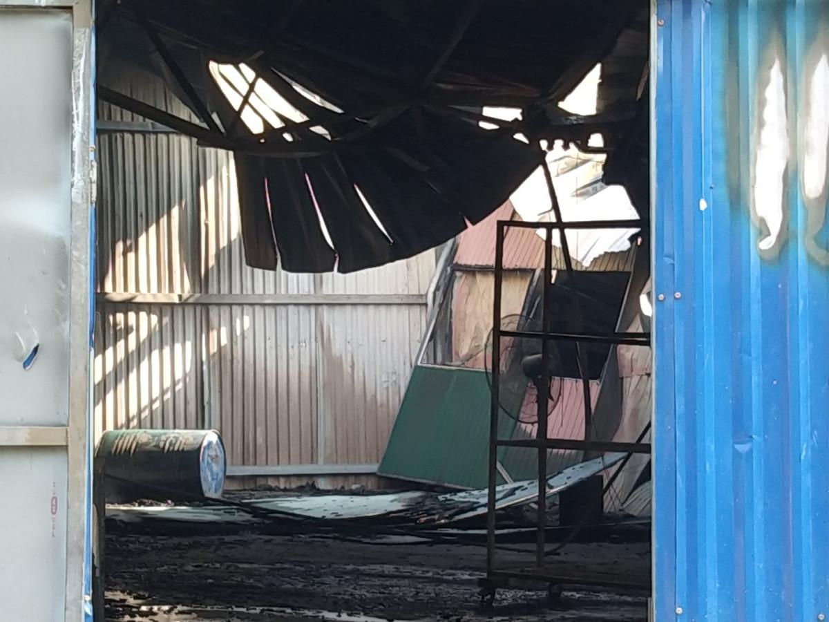 Hiện trường tan hoang sau vụ cháy thiêu rụi 2.000m2 xưởng sản xuất dung môi