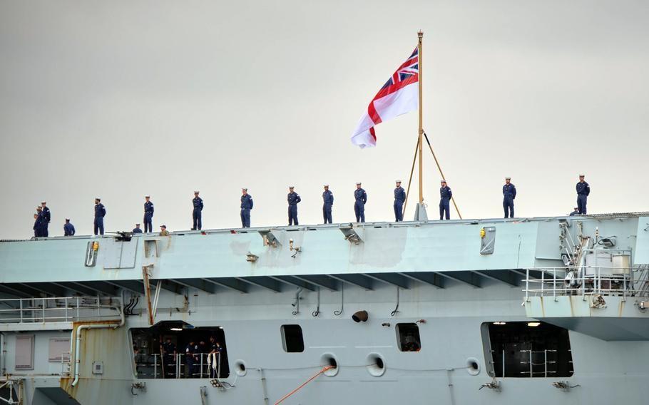 Ngày 4/9, tàu sân bay HMS Queen Elizabeth của Anh đã thực hiện chuyến thăm cảng đầu tiên tại Nhật Bản nhằm thể hiện mối quan hệ hợp tác quốc phòng của hai nước trong khu vực Ấn Độ Dương - Thái Bình Dương, nơi quân đội Trung Quốc đang ngày càng quyết đoán.