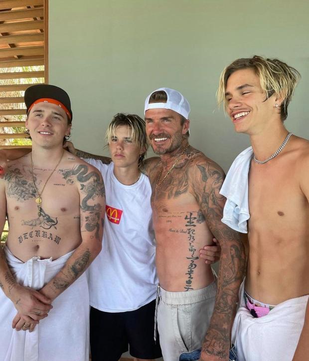 David Beckham phô cả nửa vòng 3 ở hồ bơi, lồ lộ body như tạc-4