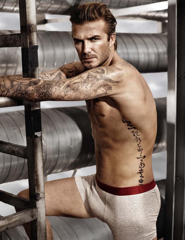 David Beckham phô cả nửa vòng 3 ở hồ bơi, lồ lộ body như tạc-7