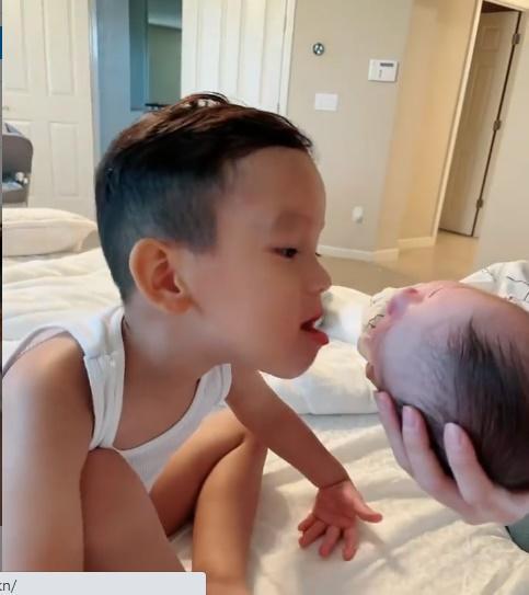 Phạm Hương công khai dung mạo nhóc tỳ mới sinh-2